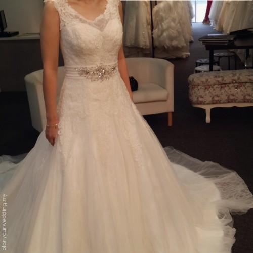 Scoop Neckline Wedding Gown.