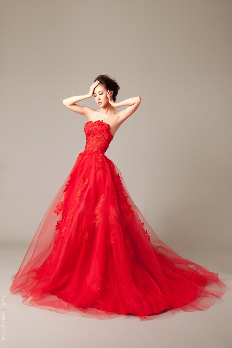 Red Color Sweetheart Cascading Ruffle Mermaid Wedding Dress