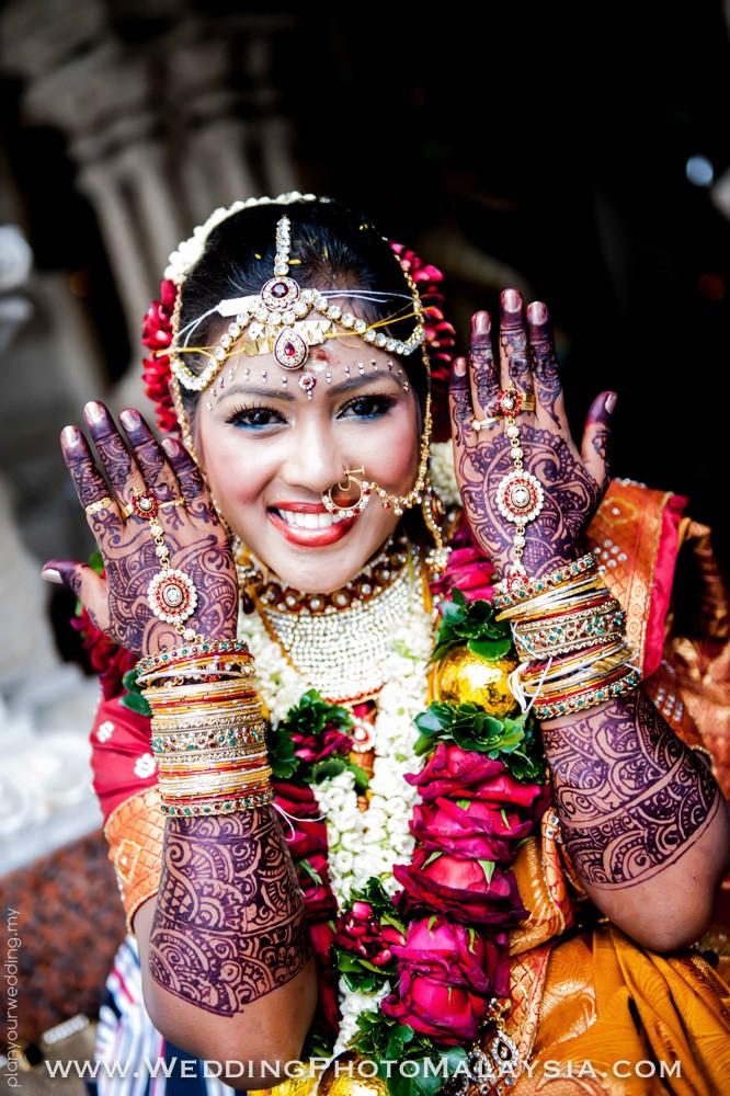 Graha Shanti Mehendi And Bangles Ceremony